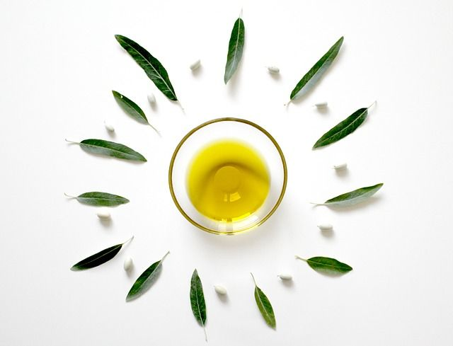 aceite de oliva en ayunas hojas